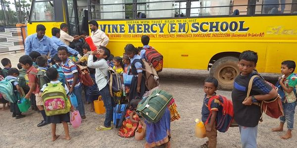 Mision Ruah is collaborating with schools supplies for the children whose study at Divine Mercy Scho