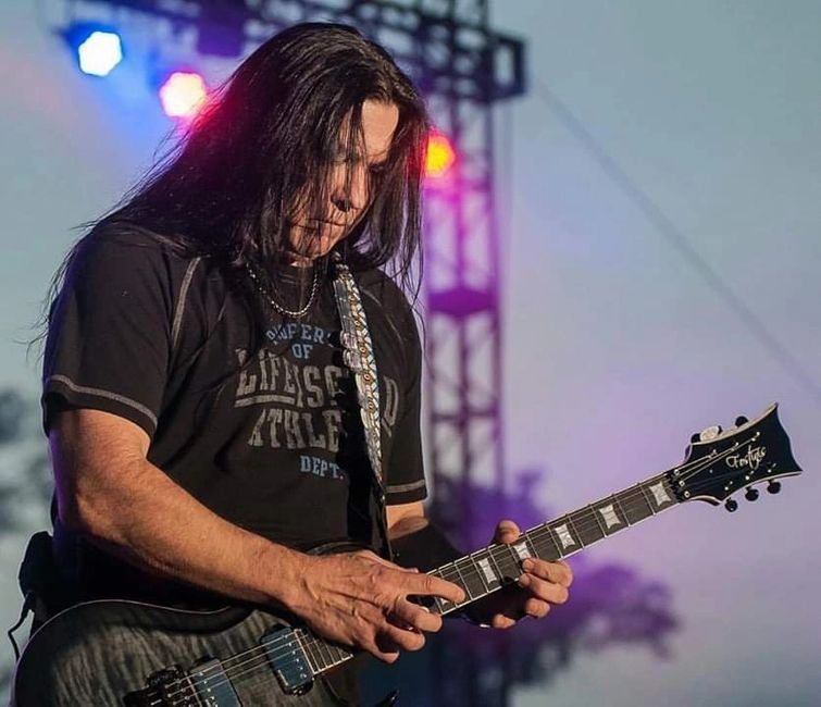 Mark Slaughter Fostinis Guitars matadaur