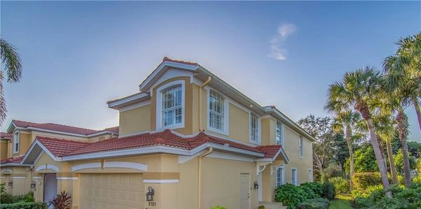 Condo for sale in Pelican Marsh, Naples Fl