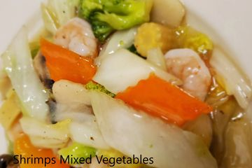 Shrimps with Mixed Vegetables. Stir fried vegetables in a white sauce