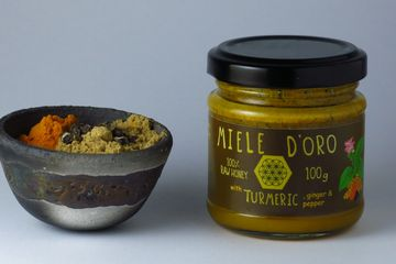 Turmeric, Ginger and Black Pepper spices and Honey paste. Ideal to prepare your Turmeric Latte or cooking