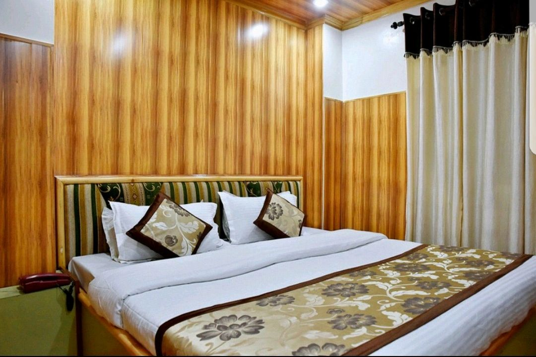 Semi deluxe room with one double bed.