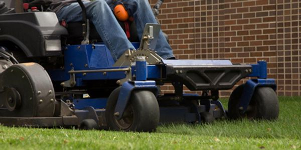 Sioux Falls Lawn Fertilizing and Mowing