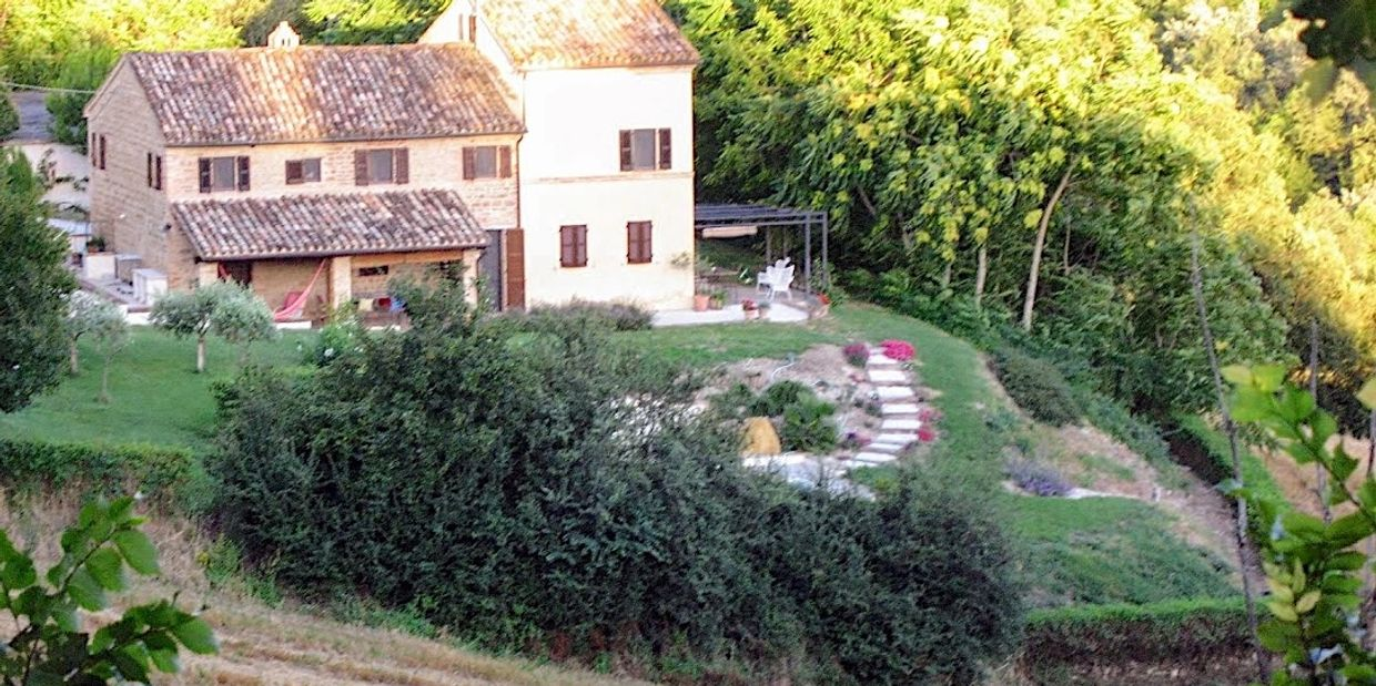 study holiday in an Italian Farmhouse, with pool, in San Ginesio, Macerata, Marche, Italy