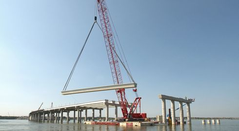 Manitowoc Crane lifting bridge section in Dallas, Texas.