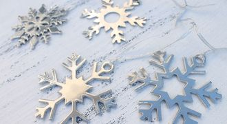 metal snowflakes, ornaments, snow flake ornaments, Christmas decorations