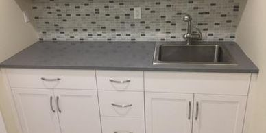 Cambria Carrick Laundry Room with Eased Edge