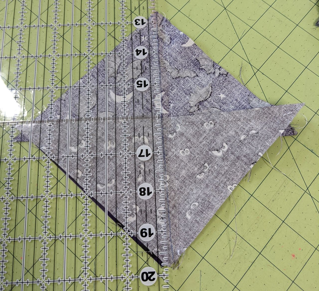 how to make a quarter triangle in quilting