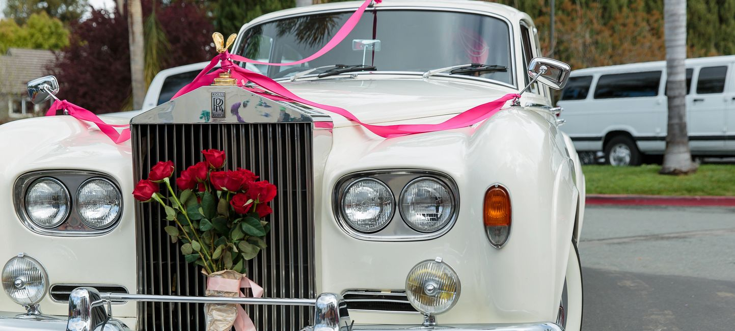 Front view of Impeccable 1963 Rolls Royce Silver Cloud III with Roses in Grille