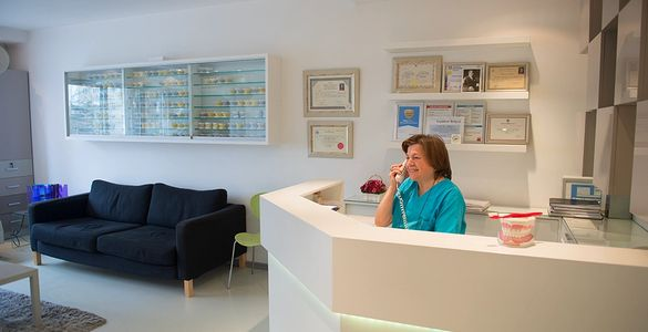 From 10.30- to 18.30 our reception desk is ready to help you