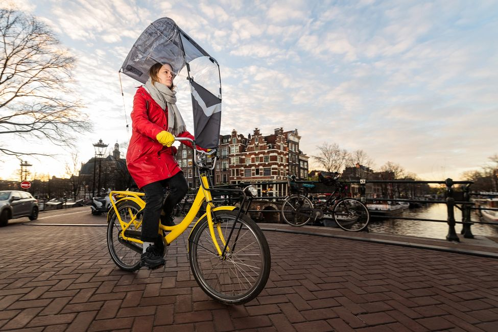 Bicycle umbrella. Bicycle with umbrella. Umbrella for bicycle. Bicycle with umbrella installed on it