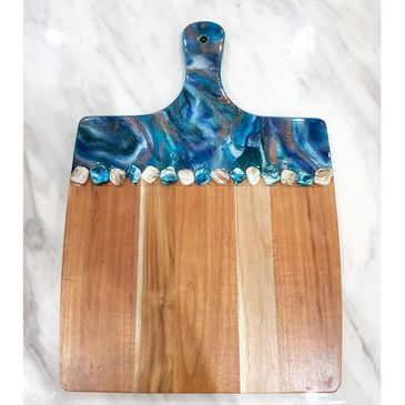 Shells resin art cheeseboard