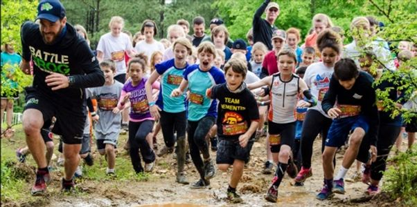 Kids Battle Frog race through the muddy obstacle course