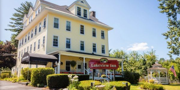 Lakeview Inn in Naples Maine on the Naples Causeway.