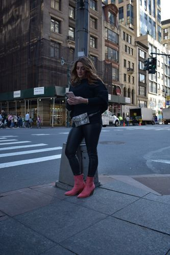 Leather leggings, belt bag and red boots...how #fabulux is this look?  Watch out, NYC!
