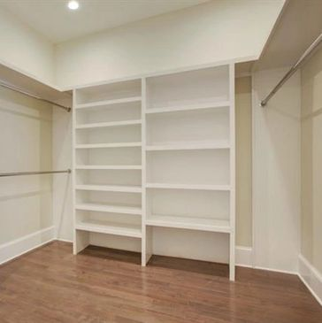 A closet as a Feature pic? Yep. This house has 4 Bedrooms 4 Baths and Laundry rooms on both Floors.