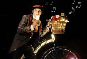 Festive Foxley Robin Fox Penny Farthing Act Entertainment Magic Music Christmas