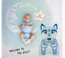 Wolf baby banket with milestone cards