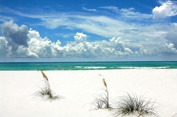 The white sandy beaches of Destin Florida and the amazing emerald green water
