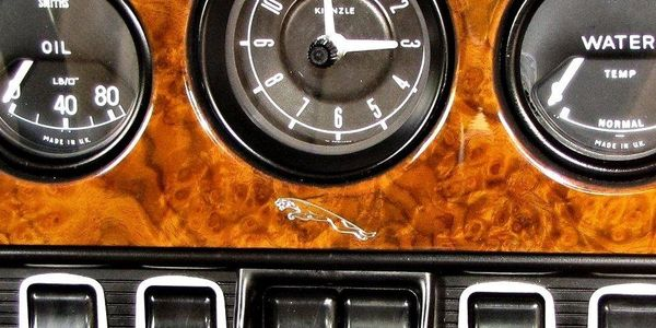 Jaguar XKE dash showing chrome inlay