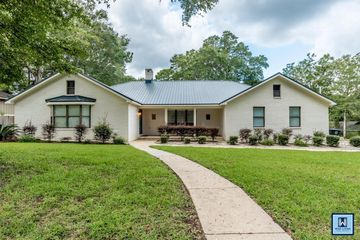 121 Spring Drive in Fairhope Alabama managed by Wise Living Rental Properties