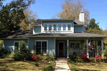 102 South Bayview Drive in Fairhope Alabama managed by Wise Living Rental Properties