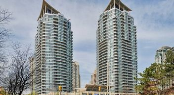 real estate sales mississauga luxury building