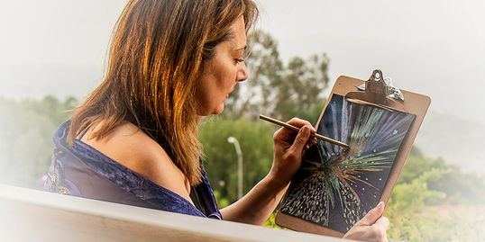 Lisa Nomikos drawing a soul vision aura portrait. Photo by Karen Vaisman Photography.