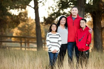 Family portraits in bend Oregon. Bend photographer. Portland photographer. Central Oregon
