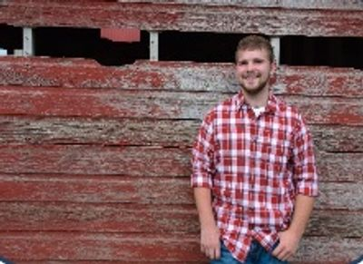 Kade's senior picture.  http://www.paigedawnphotopraphy.com/