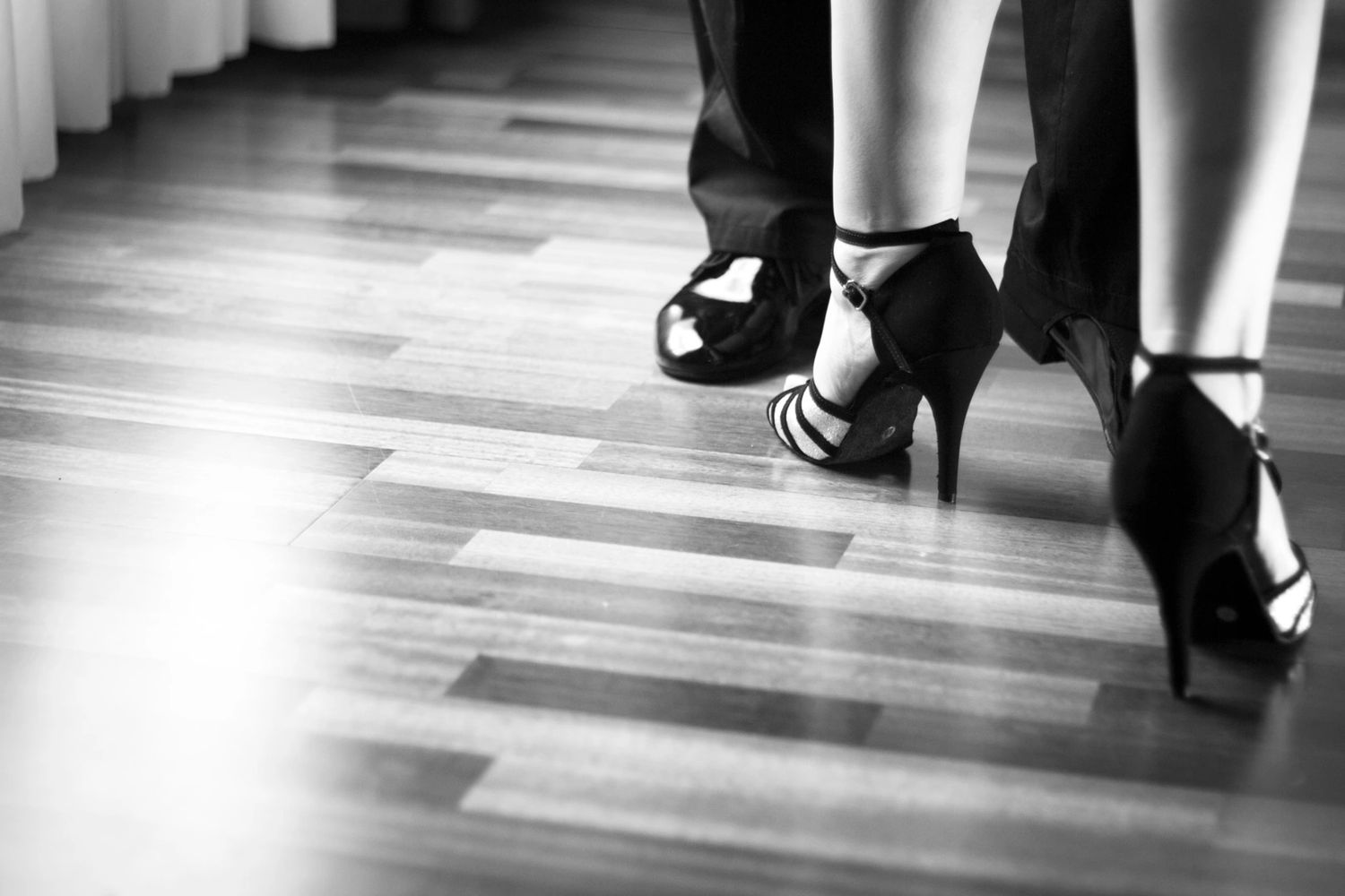Private Salsa, Bachata, Ballroom and Wedding Dance Lessons at Starry Night Dance Studio.