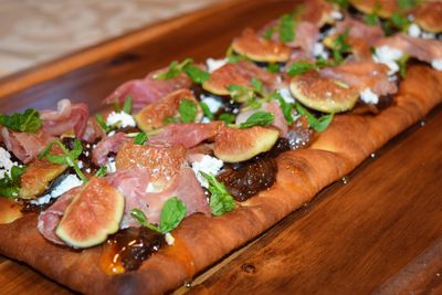 FIG, PROSCIUTTO, VIDALIA ONION, GOAT CHEESE & HONEY FLAT BREAD WITH ARUGULA MICRO GREENS!