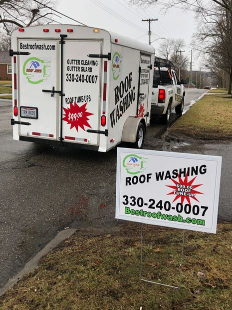 roof washing  roof cleaning  roof cleaning contractor  soft wash  low pressure cleaning warren ohio