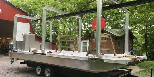 Pontoon Barge With Lifting Frame
