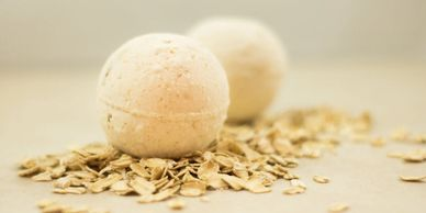 A CARING TOUCH SKIN THERAPY Oatmeal Honey Bath Bomb Fizzy
