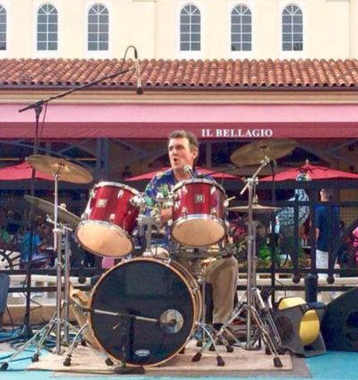 Mr. Jimmy Loscalzo sings Rock N' Roll, Jazz, Soul and lots in between just the way you remember them. AND he holds the rhythm section down with his drumming.