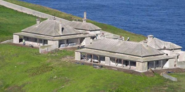 South Solitary Island Keeper's and Assistant Keeper's Cottages before stabilisation works in 2004