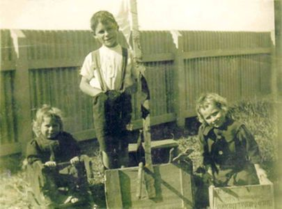 Gow children on South Solitary Island - 1912 Lighthouse Keeper David Gow children, New South Wales