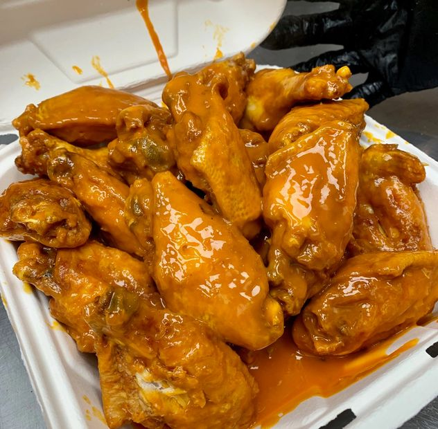 chicken wings, buffalo wings, sports bar, american restaurant, american food, fried food, spicy food