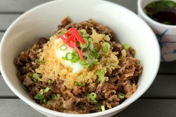 Simmered soft beef in Donburi, garlic butter rice, rice bowl.