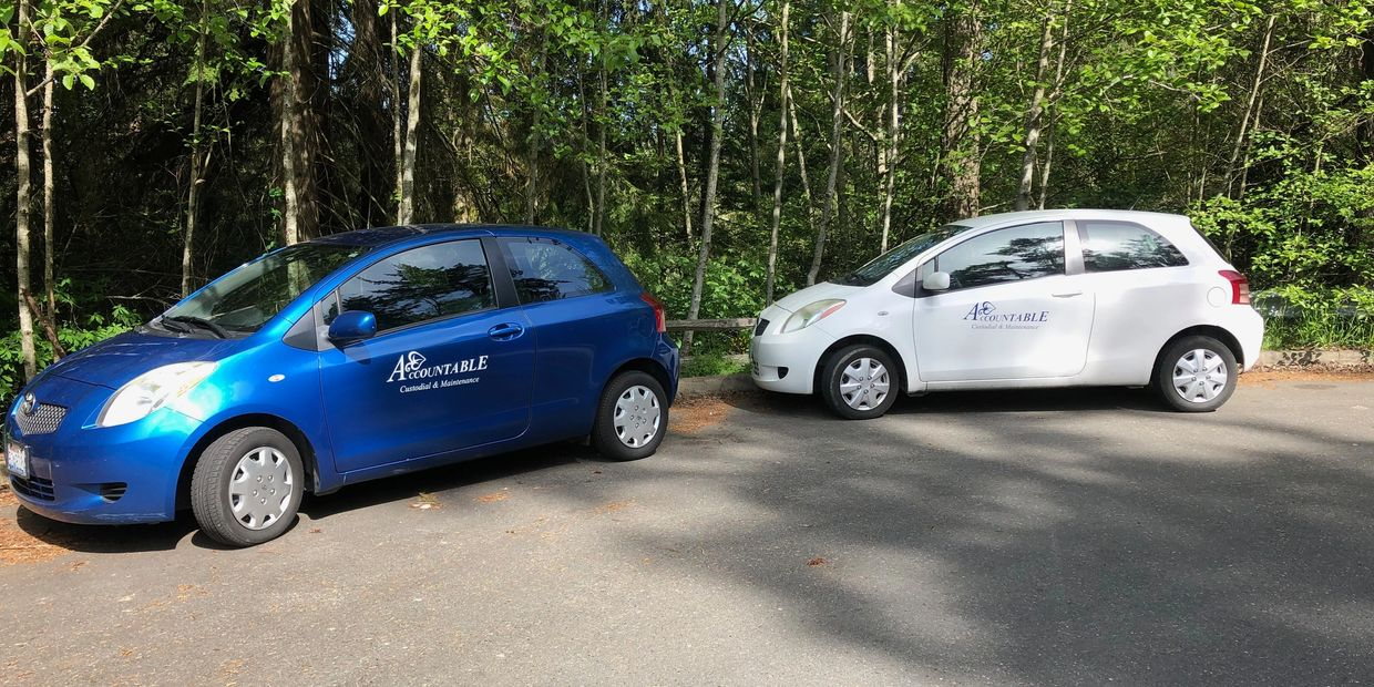 An image of two Yaris vehicles for Accountable, one white and one blue.