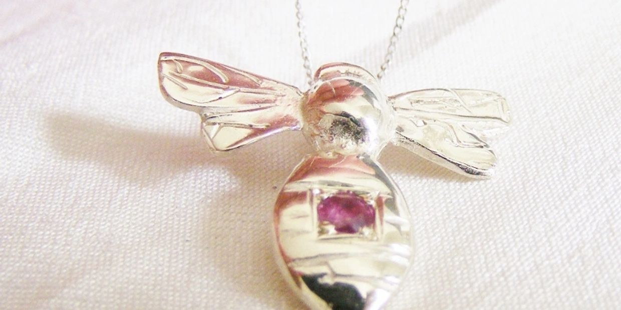 9ct white gold and ruby bee pendant