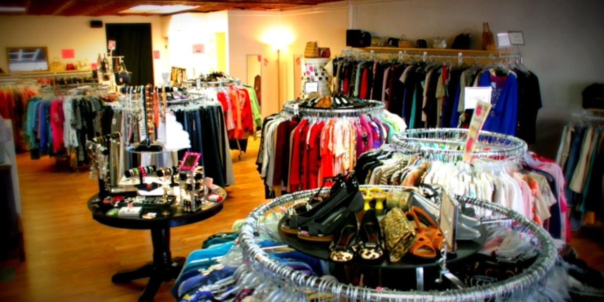 Elite Repeats, Downtown Willoughby, Consignment, Resale, Vintage, Retro, Shopping, Shop, Clothing