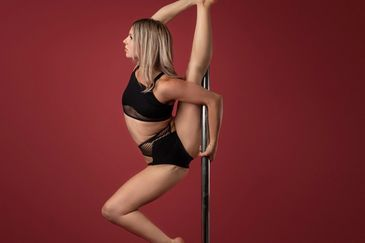 Callie Forchuck Pole Jamz fitness studio London ontario  floorwork