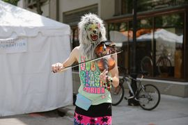The Violin Monster of Ann Arbor performing during art fair.