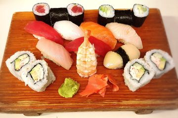 Eight pieces of assorted of nigiri, thpieces of Tuna roll, and Cucumber roll and four pieces of Cali