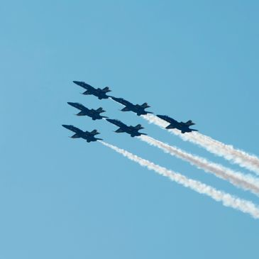 6 US Navy F-18 Hornets flying in formation