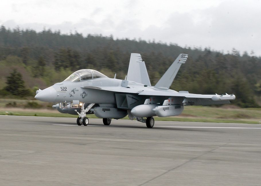 EA-18G GROWLER AIRBORNE ELECTRONIC ATTACK AIRCRAFT