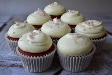 red velvet cupcakes with cream cheese frosting and pink sprinkles