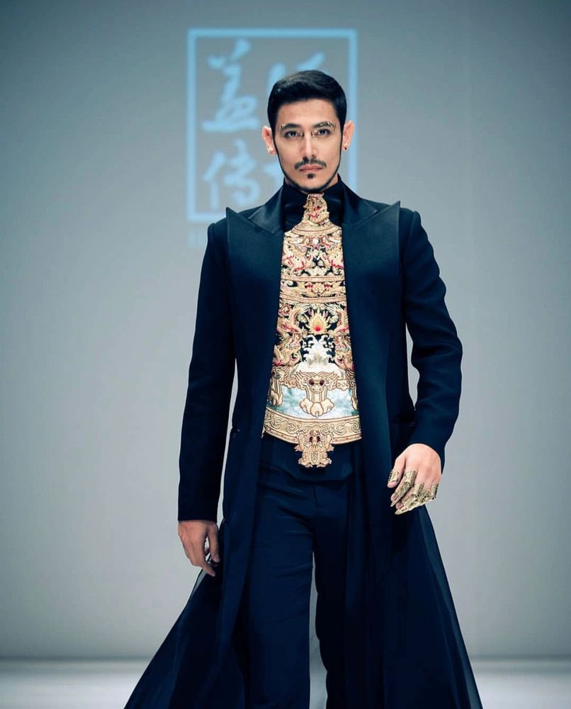Walid Riachy in DFD Fashion Show walking for the Chinese designer Heaven Gaia